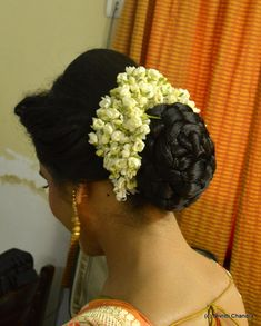 What a beautiful large low bun with real flower gajra! Care however should be taken before adopting such hairstyles, as due to it's high static charge, it will cause phlegm to move up in the throat, causing the voice to quaver & a frequent urge to clear the throat. A heavy chabi chhalla with a long & wide hook if inserted at the edge of the pleats of the saree, will reduce this problem as it's hook will activate the acupressure points that act to keep the throat clear.