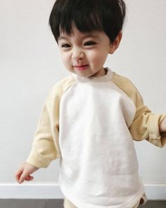 Cute Baby Boy, Cute Little Baby, Lil Baby, Little Babies, Cute Asian Babies, Korean Babies, Asian Kids, Cute Baby Pictures, Baby Photos