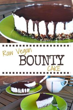 Vegan Bounty Cake Delicious and easy Raw Vegan Bounty Cake Recipe. If you like coconut, you are going to love this cake recipe.Delicious and easy Raw Vegan Bounty Cake Recipe. If you like coconut, you are going to love this cake recipe. Raw Vegan Cake, Raw Vegan Desserts, Raw Cake, Raw Vegan Recipes, Vegan Treats, Vegan Snacks, Vegan Coconut Cake, Coconut Cakes, Lemon Cakes