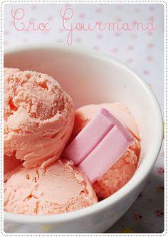 """"""" Quand y'en a marre y'a Malabar. """" Aujourd'hui je vous propose une recette toute rose & très originale ! Rose ? Oui oui de la glace toute rose au Malabar. Les ingrédients 15 Malabar ® 40 cl de lait entier 15 cl de crème liquide 4 jaunes d'oeufs 20 g..."""