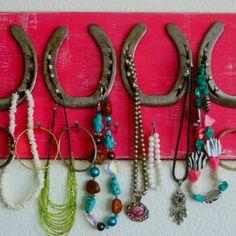 Horse shoe jeweler holder
