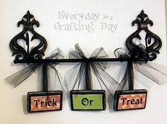 Halloween Trick or Treat hanging sing DIY Spooky Halloween, Holidays Halloween, Halloween Crafts, Happy Halloween, Halloween Party, Halloween Decorations, Halloween Stuff, Halloween Bathroom, Pretty Halloween