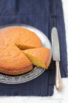 Torta con farina di mais mandorle e arance