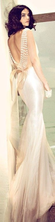 Zahavit Tshuba, 2013 - Wow! i wish i had legs long enough to wear something so elegant! i also wish i had the body and places to go!! that dress is just beauty!!