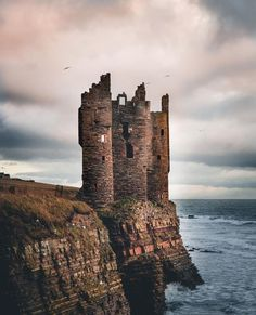 Keiss Castle, Sinclair Bay, Scotland 🏴 Keiss Castle was built by George Sinclair, Fifth Earl of Caithness somehere before The… Gothic Castle, Fantasy Castle, Medieval Fantasy, Scotland Castles, Scottish Castles, Castle House, Castle Ruins, Abandoned Castles, Abandoned Places