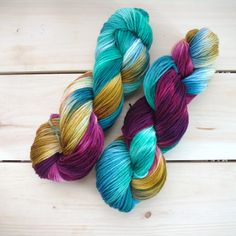 Everyday DK, a squishy, bouncy 3-ply superwash merino yarn hand dyed in vibrant colors. Durable and soft with a generous 310 yards per skein, this yarn is perfect for accessories and sweaters. Superwa