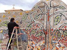 Mosaico monumental de 100 metros en mosaico y vidrio, en el Paseo que bordea la Barranca de los Jilgueros, en Zacatlán, Puebla, México.