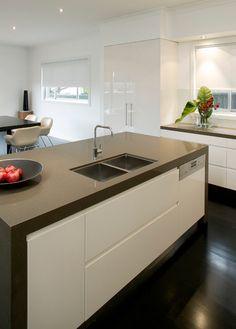 BS380 - Tea Leaf #Vicostone #Quartz #Countertops #interiordesigns #kitchen #remodel #homeimprovement Credit: Wonderfull Kitchen (WK)