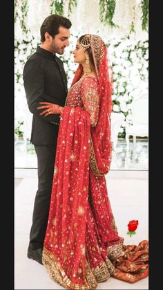 Pakistani Girl, Pakistani Actress, Pakistani Dresses Casual, Formal Dresses, Long Face Hairstyles, Bride Poses, Bridal Dress Design, Celebs, Celebrities