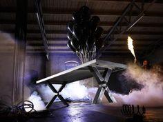 Esstisch Loke Eiche massiv - sieht leicht aus ist aber sehr schwere Balkeneiche mit Stahlgestell!