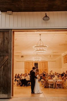 Fall Wedding Inspo | Rustic Country Wedding | Simple Outdoor Wedding | October Wedding | Autumn Wedding | Rustic Barn Wedding thoughtfullydesignedco.com