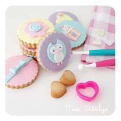 Decorating Cookies With White Chocolate Best Fondant Ideas On Cupcake Fancy Sugar Owl Cookies, Fondant Cookies, Fancy Cookies, Iced Cookies, Cute Cookies, Cookies Et Biscuits, Cupcake Cookies, 12 Cupcakes, Biscuit Decoration