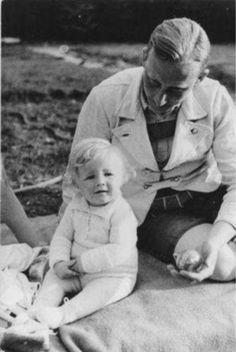 chebruttafigura:  Heydrich mit Sohn, München 1934
