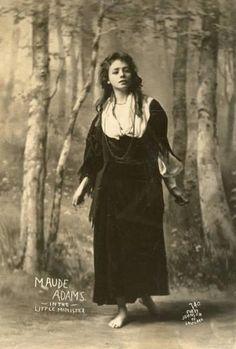 Maude Ewing Adams Kiskadden (November 1872 – July Lady Babbie in The Little Minister 1897 Maude Adams, Portrait Background, Ziegfeld Girls, Broadway, Famous Women, Vintage Beauty, Vintage Images, American Actress, Vintage Ladies