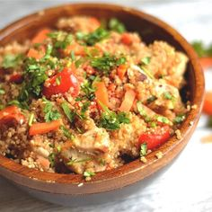 Peanut Chicken & Quinoa Bake is a healthy and super easy dinner the whole family will love! Delicious peanut sauce with fresh veggies.
