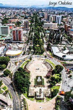 Bella panorámica del Obelisco, La Reforma – Guatemala,Cortesía de: Jorge Ordoñez
