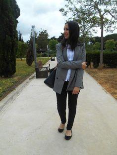 http://unachicasual.blogspot.com.es/2015/04/basicos.html  blazer, shirt, pants, bag, black, white, grey, formal, job, inspiration, spring, look, ootd, outfit, girl, blogger, ideas