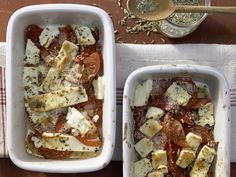 Leicht, lecker und ganz ohne Fleisch: Gebackener Schafskäse mit Tomaten und Paprika - smarter - Kalorien: 270 Kcal - Zeit: 15 Min. | eatsmarter.de