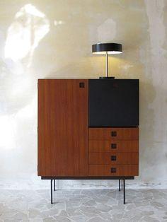 Take a look at this mid-century modern home decor with dazzling mid-century furniture | www.delightfull.eu/blog #midcenturymodern #midcenturyhomedecor #midcenturyfurniture