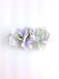 桜の花びらを敷き詰めたバレッタ。 いつものまとめ髪がフェアリーチックに☆バレッタ金具:8cm購入の際の注意点☆ハンドメイド品ですので少々の色の濃淡、個体差など...|ハンドメイド、手作り、手仕事品の通販・販売・購入ならCreema。
