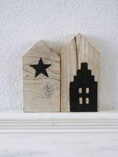 Is zelf te doen met mooi stuk hout en verf.