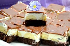 Kakaós-krémes-csokoládés banános szelet   TopReceptek.hu Cheesecake, Super, Food, Creme, Whipped Cream, Cacao Powder, Chocolate, New Recipes, Oven
