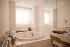 Banheiro suite master by NOURA VAN DIJK INTERIOR DESIGN!