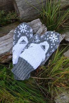 Groke mittens by Lankatarina Diy Crochet And Knitting, Knitting Wool, Tunisian Crochet, Knitting Patterns, Knitting Ideas, Wool Socks, Knit Mittens, Winter Accessories, Hobbies And Crafts