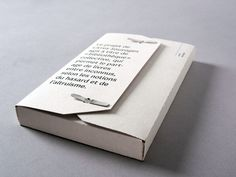 et littérature Self promotion idea. Just a really nice example of simple but impressive - borrow this idea for your own self promo kitSelf promotion idea. Just a really nice example of simple but impressive - borrow this idea for your own self promo kit Buch Design, Publication Design, Brand Packaging, Book Packaging, Packaging Design Box, Packaging Ideas, Design Graphique, Book Layout, Book Binding
