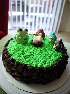 Play angry birds on a cake!