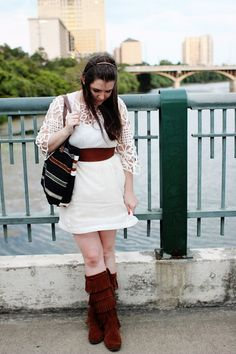 J E N N Y - H I G H S M I T H : white lattice + bridges featuring her Minnetonka 5-Layer Fringe Boots!