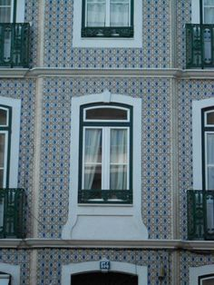 Find these #tiles combination, all over #Lisbon!