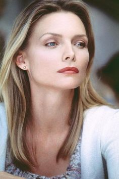 Michelle Pfeiffer- Classically beautiful