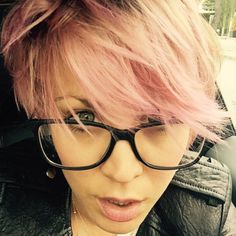 Kaley Cuoco-Sweeting Goes ALL Pink: See the Photo! - The Hollywood Gossip