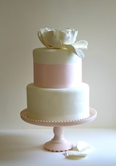 Or maybe like this? Love these Wedding Cakes I found on Emmaline Bride Blog!