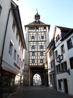 """Constanza (Alemania) - KonstanzTurm Dominio público Toño Antón - Fotografía hecha por mi mismo La puerta """"Schnetztor"""" desde el interior de la muralla de Constanza. ..."""