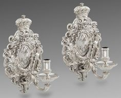A Pair of George V Wall Sconces.FURNITURE   FINE ART   CERAMICS   SILVER   CLOCKS   COLLECTIBLES Home Art & Antiques A Pair of George V Wall Sconces WILLIAM COMYNS & SONS (worked from c.1885-1930)