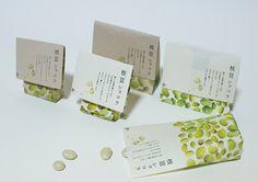 「枝豆ショコラ」有限会社グローバルアイ Organic Packaging, Japanese Packaging, Fruit Packaging, Paper Packaging, Cosmetic Packaging, Brand Packaging, Typography Poster, Typography Design, Tea Design