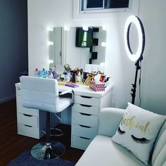 Home Bedroom, Bedroom Decor, Lash Room, Cute Room Ideas, Build A Closet, Dressing Table Mirror, Studio Room, Makeup Rooms, Beauty Room