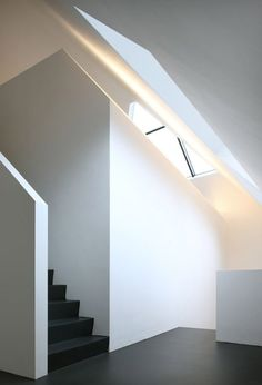 I like the minimalist look and the contrast between the floor/steps and the walls. Great lighting too.