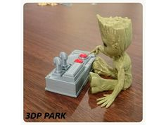 Baby Groot (Don't Push This Button) have 5 types。 http://www.thingiverse.com/thing:2235975 http://www.thingiverse.com/thing:2235934 http://www.thingiverse.com/thing:2235910 http://www.thingiverse.com/thing:2235886 http://www.thingiverse.com/thing:2235871 Remixed from: http://www.thingiverse.com/thing:2185957 http://www.thingiverse.com/thing:2023835 https://www.thingiverse.com...