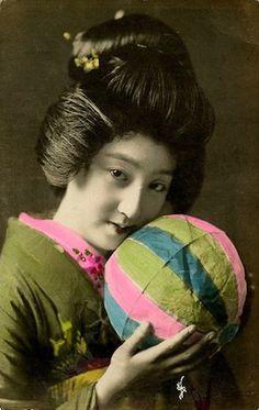 Japonaise tenant un kamifusen