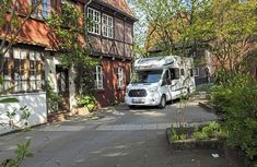 The best pitches in the Lüneburg Heath: With a motorhome through the Lüneburg Heath - The Lüneburg Heath is a place of longing for many. In fact, the largest contiguous heathland in Ce - Camping Hacks, Motorhome, Street View, Luxury, Places, Vehicles, Germania, Caravan, California