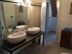 Casa Dolce Casa nel Borgo La Morra Casa Dolce Casa nel Borgo offers pet-friendly accommodation in La Morra. Guests benefit from free WiFi and private parking available on site.  The unit fitted with a kitchen with an oven and fridge.