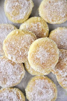 Φουρνιστοί λουκουμάδες με κρέμα (bomboloni) – kouzinista Greek Recipes, Italian Recipes, Italian Foods, Sweets Recipes, Cooking Recipes, Doughnut, Ale, Recipies, Deserts