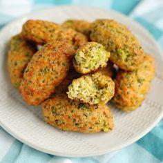 Cheesy Green Giant Broccoli Tot Bites - Kitchen Divas Broccoli Bites, Broccoli And Cheese, Veggie Tots Recipe, Healthy Veggie Snacks, Pumpkin Delight Dessert Recipe, Green Giant Veggie Tots, Copycat Recipes, Vegan Recipes, Vegane Rezepte