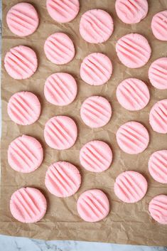 no cook cream cheese mints pressed with a fork Cream Cheese Mints, Cream Cheese Cookies, Soften Cream Cheese, Cream Cheese Recipes, Cookies And Cream, Cream Cheeses, Mint Recipes, Candy Recipes, Dessert Recipes