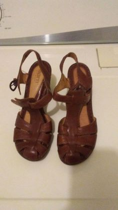 22d1c63f6a4a Born Women Brown Leather Slingback Sandal Shoe SZ 7 Pre Owned  fashion   clothing