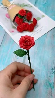 Cool Paper Crafts, Paper Flowers Craft, Paper Crafts Origami, Flower Crafts, Felt Flowers, Rose Flowers, Diy Flowers, Diy Paper, Fabric Flowers