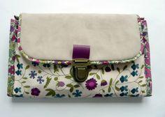 La surprise ! (Les surprises !) Sewing Accessories, Messenger Bag, Crochet, Makeup Bag Tutorials, Circular Needles, Saddle Bags, Sewing, Ganchillo, Crocheting